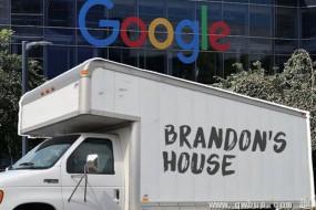 谷歌工程师为省钱住公司停车场卡车里