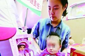 女婴在小区遭高空抛物砸伤 80名业主被判共赔偿
