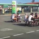 澳洲餐桌装轮子 众人围坐边聊边开上街