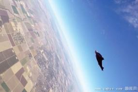 男子翼装飞行一次30公里创世界最长纪录