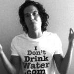 美国26岁男子为能活到150岁而三年没喝水