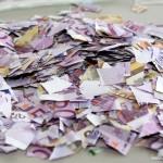 老人剪碎百万欧元毕生积蓄 银行称能复原