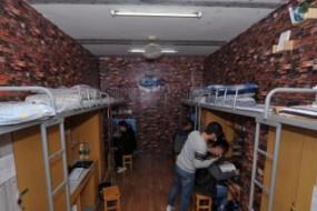同屋男生凑600元装修宿舍 打造成欧式风格