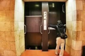 坐这电梯真是各种挑战啊……