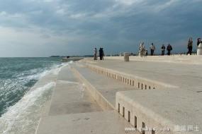 神奇:能用海浪声奏乐的海边石阶