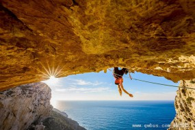 攀岩高手自拍:零距离体验壮美与惊险