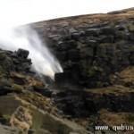 风暴让万有引力失效 瀑布现水往上流奇观