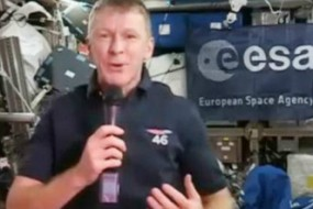 """糊涂宇航员拨错电话 还问""""哈啰,这是地球吗?"""""""