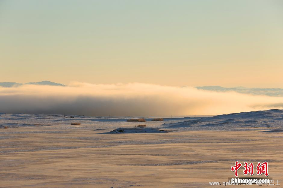 新疆额尔齐斯河河谷出现罕见低云层奇景