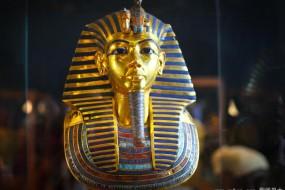 3300年前埃及法老黄金面具被修复 用蜂蜡粘胡须