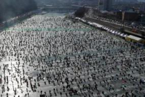 韩国鳟鱼节民众狂欢场面壮观