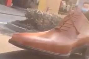男子驾驶3米长皮鞋车街上狂奔