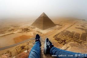 登金字塔塔顶拍照 小伙违规被送警局