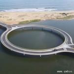 乌拉圭潟湖环形桥司机可减速赏景