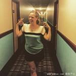 与旅馆走廊撞衫 女子很无奈