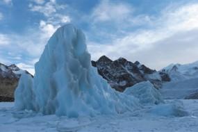 藏区发现世界最密集悬冰川 还处于运动状态