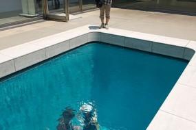 不会游泳也能让你在水底漫步的神奇游泳池