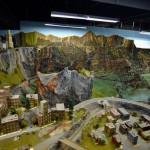 男子用44年建15公里规模宏大铁路模型