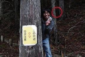 日本宅男身背红圈炮制搞笑灵异照