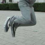 有趣的磁悬浮球鞋让人如漫步太空