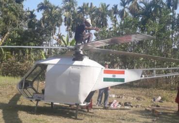 印度电焊工自制直升机 可乘坐两人