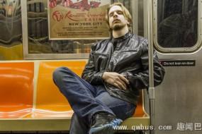 纽约将禁止乘客在地铁上打盹