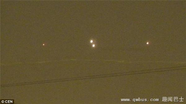 俄罗斯首都莫斯科上空四个发光球体在空中盘旋 专家称是真的UFO-趣闻巴士
