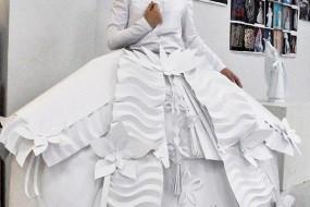 设计师9年时间用白纸制作创意婚纱