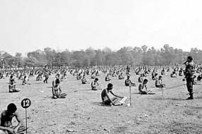 印军队让考生只穿内裤裸考以防作弊