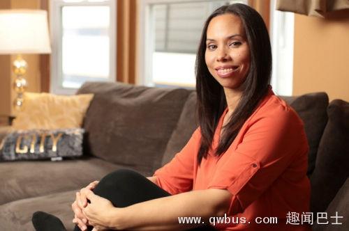 美国女子寻找亲生母亲15年发现两人曾是同事(图)-趣闻巴士