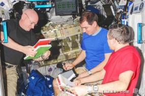 美宇航员太空呆340天 创单次停留最长记录