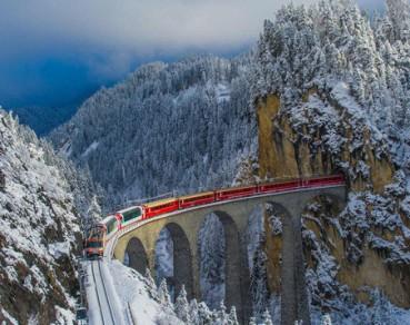 欧洲海拔最高铁路 伯尼纳快线穿越雪山似仙境