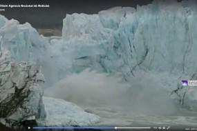 罕见奇景!冰桥断裂梦幻冰尘飞散