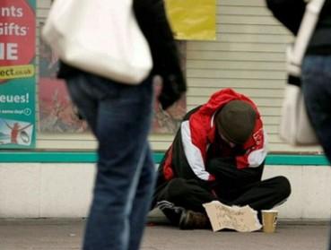 英国乞丐年收入百万跟首相年薪相似