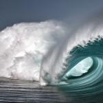 冲浪圣地塔希提群岛冒死拍摄巨浪
