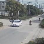 男子被车撞飞竟神奇毫发无损