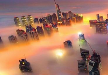 迪拜浓雾中五彩斑斓美如仙境