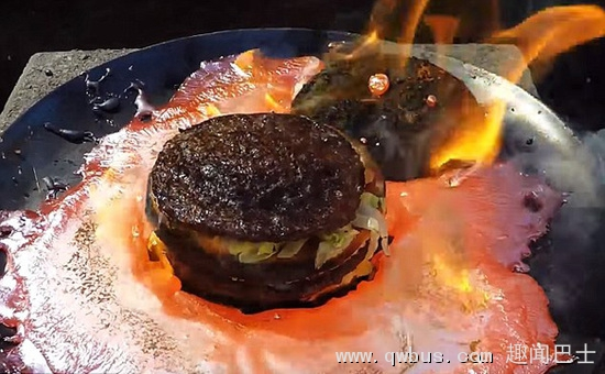 震惊!麦当劳巨无霸耐住上千度高温熔铜不变形