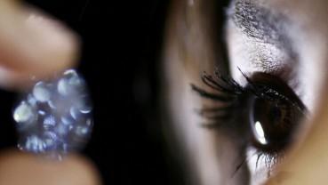 拍卖史上最大椭圆形鲜彩蓝钻 估价约2亿
