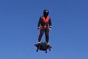 神奇水上飞行器可飞至高空3千米