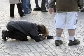 比捡钱还容易 阿联酋迪拜乞丐月入五十万人民币