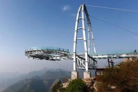 北京世界最大玻璃观景台迎客 上去腿都软了