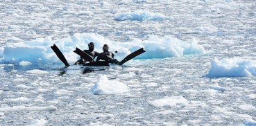探险队员南极潜水拍奇景