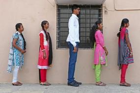 印14岁少年身高2米 还会长至2.4米