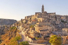 壮观!意大利9000年历史石窟群至今仍住人