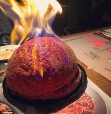 """韩餐厅推出创意""""炸弹""""披萨 吃货蜂拥而至"""