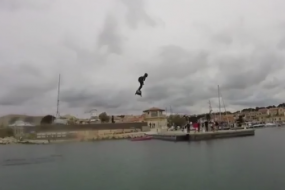 神奇悬浮滑板50米高空飞行超2公里