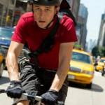 蹬自行车送快递伦敦正火 月薪4万成高收入新兴产业