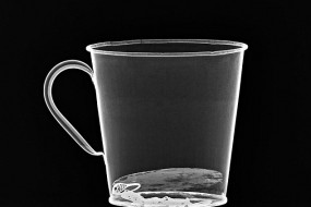 纳粹集中营战俘水杯暗藏珠宝 藏身夹层保存完好