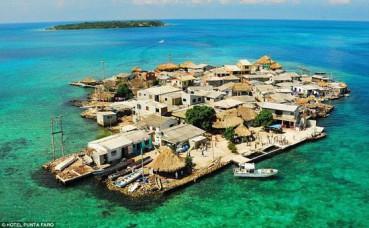 地球上最拥挤的小岛 比足球场略大住上千人